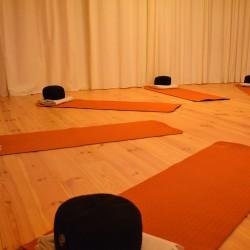 de yogaruimte